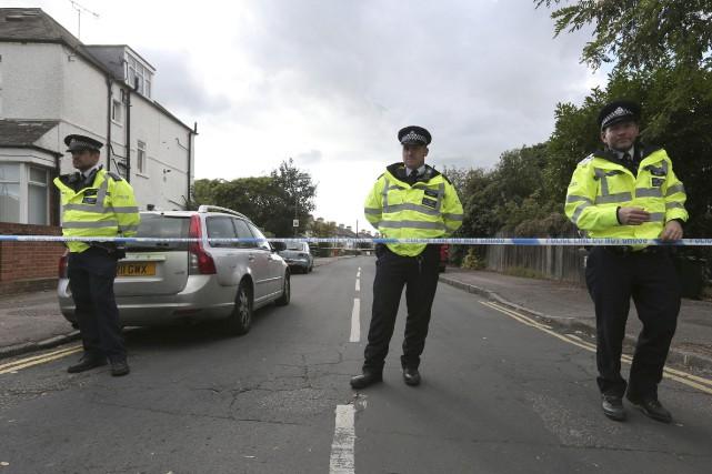La police a investi en début d'après-midi un... (Photo Jonathan Brady/PA via AP)