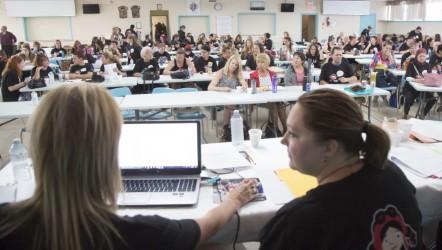 Près de 150 travailleuses d'une vingtaine de CPE... (Photo: Simon Séguin-Bertrand, LeDroit)