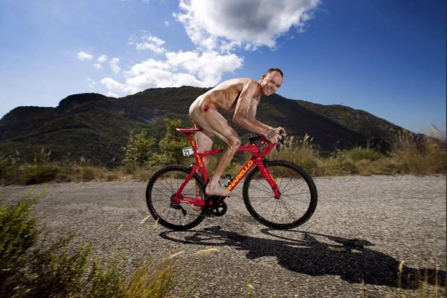 Le corps nu de Chris Froome porte encore... (tirée de Twitter)