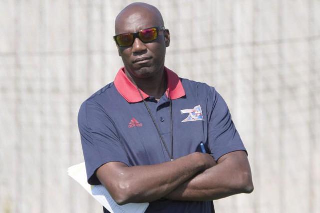 Le directeur général et entraîneur-chef par intérim des... (Photo Ryan Remiorz, La Presse canadienne)