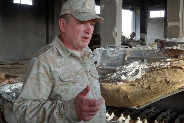 En plein désert syrien, le chef d'état-major des... (AFP)