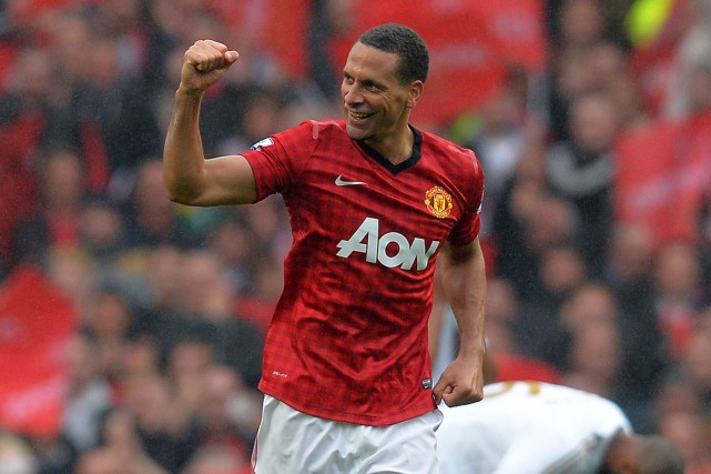 Rio Ferdinand dans l'uniforme de Manchester United en... (PHOTO ARCHIVES AFP)