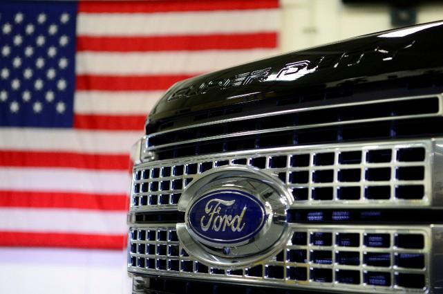 Le constructeur automobile américain Ford va réduire sa production en Amérique... (Photo Bryan Woolston, archives Reuters)