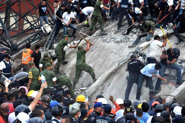 On compte une quarantaine de bâtiments écroulés à... (PHOTO AFP)