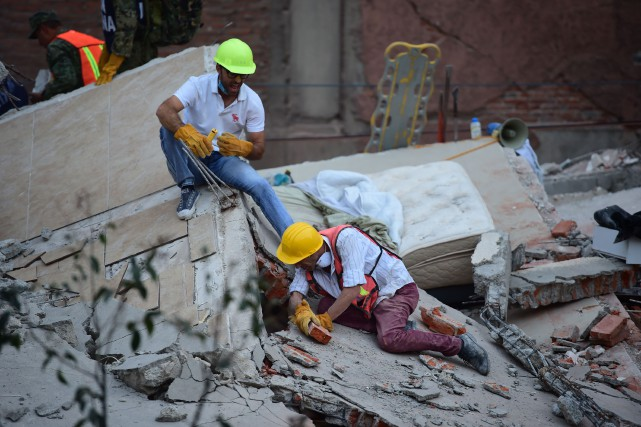 La ville de Mexico a été frappée mardi... (PHOTO RONALDO SCHEMIDT, AFP)