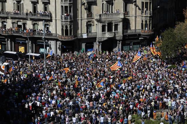 L'annonce des arrestations a immédiatement entraîné une manifestation... (PHOTO AFP)