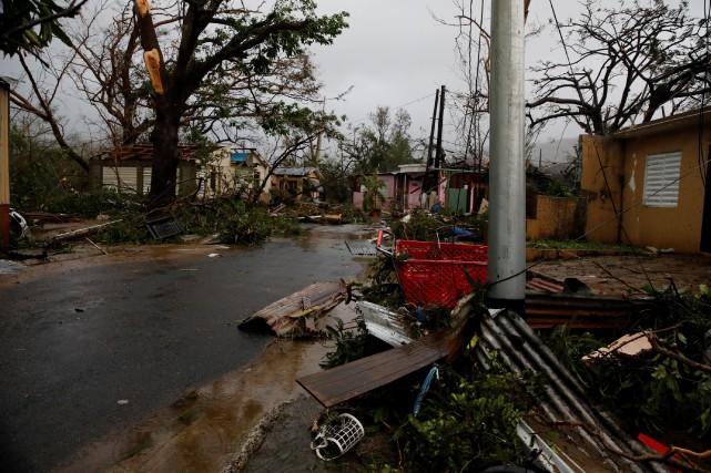 Le Centre national des ouragans des États-Unis a... (PHOTO Carlos Garcia Rawlins, REUTERS)