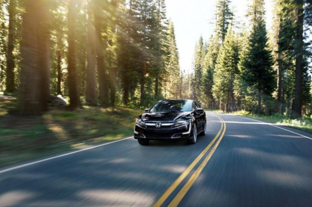 La Honda Clarity hybride rechargeable 2018... (PHOTO : honda)