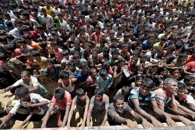Quelque 422 000 musulmans rohingyas fuyant les exactions... (PHOTO REUTERS)