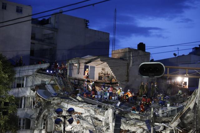 Trois jours après un séisme, la procédure veut... (PHOTO Rebecca Blackwell, AP)