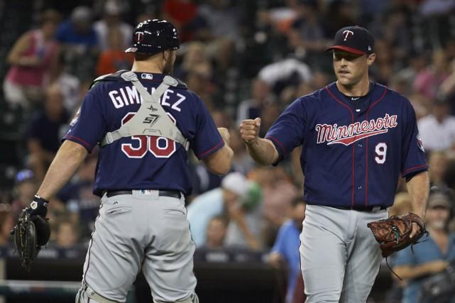 Chris Gimenez et Matt Belisle (9) célèbrent la... (Photo Rick Osentoski, USA TODAY Sports)