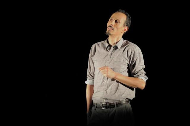 Rabah Aït Ouyahia reprend le rôle créé sur... (Photo Valérie Remise, fournie par le Centre du Théâtre d'aujourd'hui)