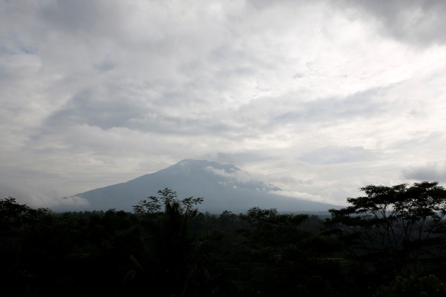 Le volcan Agung.... (Photo Darren Whiteside, REUTERS)