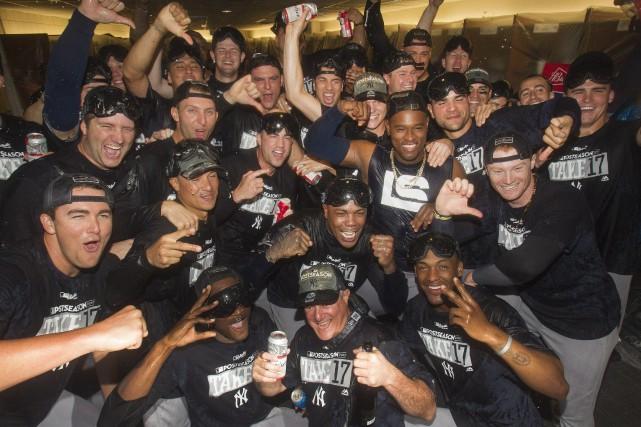 Les joueurs des Yankees célèbrent leur entrée en... (Photo Fred Thornhill, La Presse canadienne)