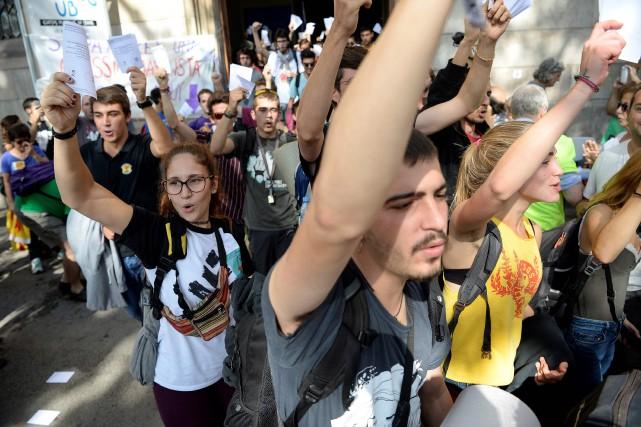 Les indépendantistes catalans ont promis de maintenir le... (Photo Josep Lago, AFP)