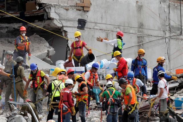 Les autorités tentent de rassurer les familles en... (PHOTO REUTERS)
