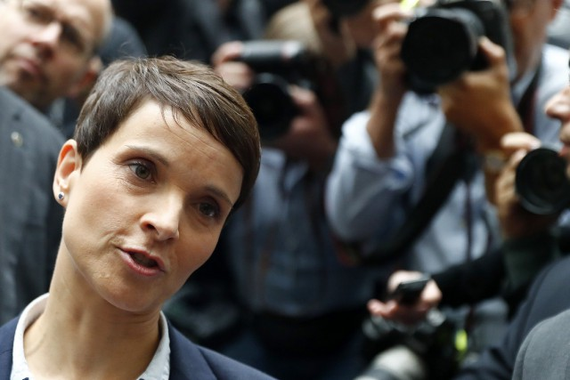 Frauke Petry a annoncé en pleine conférence de... (REUTERS)