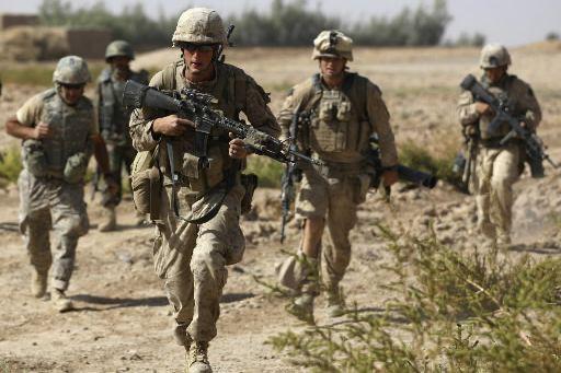 Des Marines américains impliqués dans des combats en... (Photo archives AP)