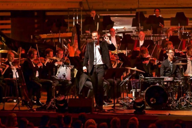 Le groupe Half Moon Run et l'Orchestre symphonique... (Photo André Pichette, La Presse)