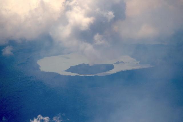 Le volcanManaro Vouia grondé pendant plusieurs semaines avant... (PHOTO REUTERS/FORCES DE DÉFENSE DE LA NOUVELLE-ZÉLANDE)
