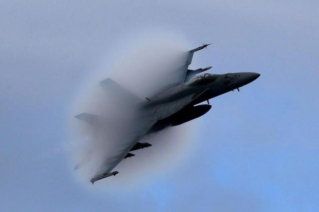 Un F18 Super Hornet américain construit par l'entreprise... (Photo archives La Presse Canadienne)