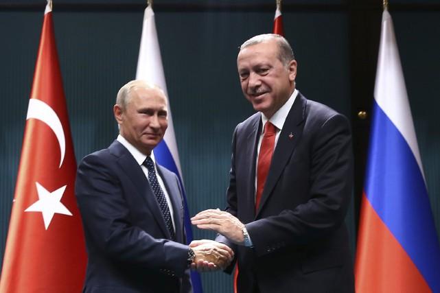 Recep Tayyip Erdogan (à droite) a accueilliVladimir Poutine... (PHOTO AP)