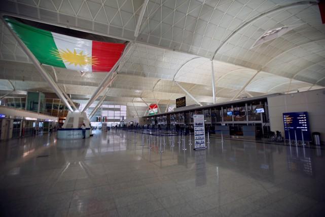 Les derniers avions vers l'étranger ont quitté dans... (REUTERS)