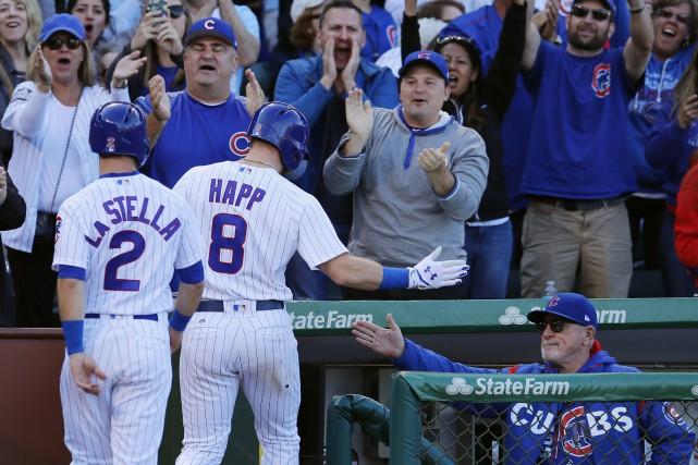Joe Maddon, le gérant des Cubs, festoie avec... (PHOTO Jim Young, USA Today Sports)