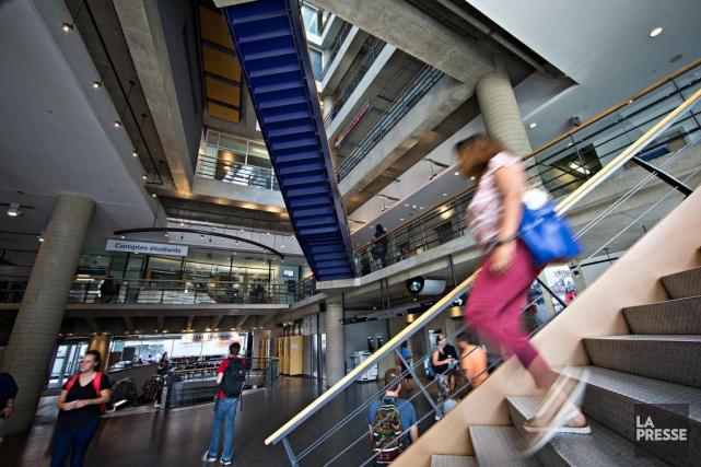 Certaines banques allongent de 40000à 150000$ aux étudiants... (PHOTO PATRICK SANFAÇON, ARCHIVES LA PRESSE)