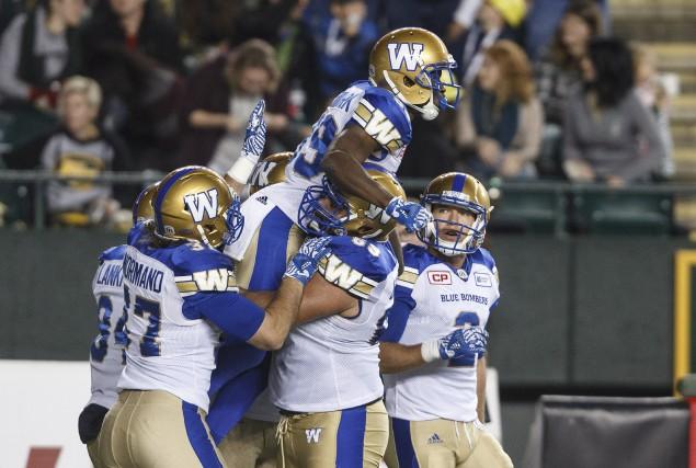 Des joueurs des Blue Bombers de Winnipeg célèbrent... (Photo Jason Franson, La Presse canadienne)