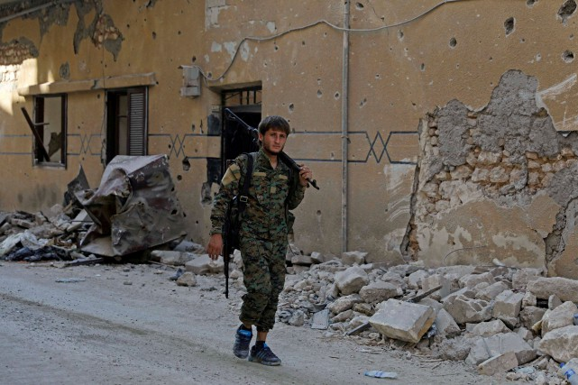 Un soldat des Forces démocratiques syriennes.... (Photo Erik De Castro, REUTERS)