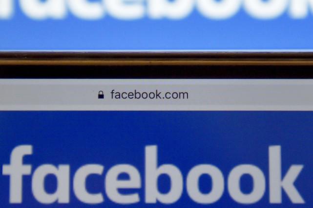 Facebook a détaillé lundi de nouveaux outils destinés... (PHOTO LOIC VENANCE, ARCHIVES AFP)