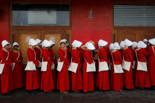Une scène de la série télé The Handmaid's... (PHOTO REUTERS)