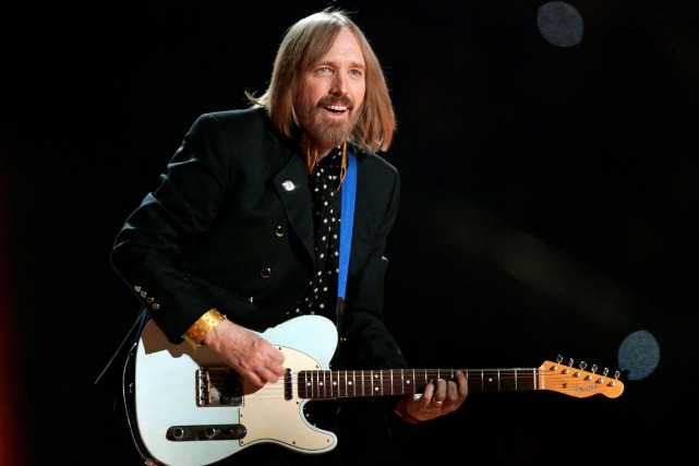Tom Petty lors du Super Bowl en 2008.... (ARCHIVES REUTERS)