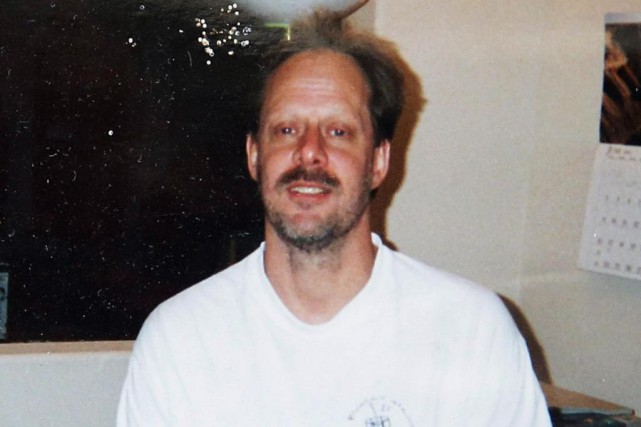 Stephen Paddock, 64 ans, a abattu 58 personnes en tirant... (PHOTO ARCHIVES ASSOCIATED PRESS)