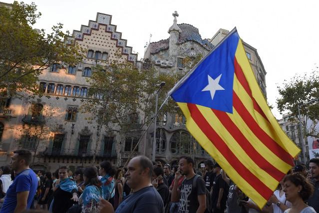 Les indépendantistes catalans s'appuient sur les résultats du... (PHOTO LLUIS GENE, archives AFP)