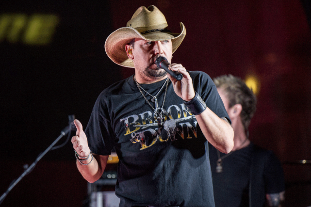 Jason Aldean lors d'un spectacle en juin dernier.... (PHOTO ARCHIVES AP)