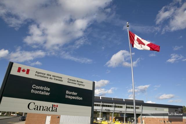 Deux camionneurs québécois font face à plusieurs accusations après avoir... (Photo Archives, La Tribune)