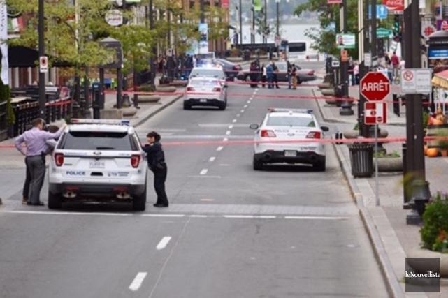 Les objets suspects qui ont mené à l'évacuation d'une partie du centre-ville de... (Photo François Gervais, Le Nouvelliste)