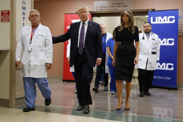 Donald Trump et son épouse Melania ont visité... (PHOTO AP)