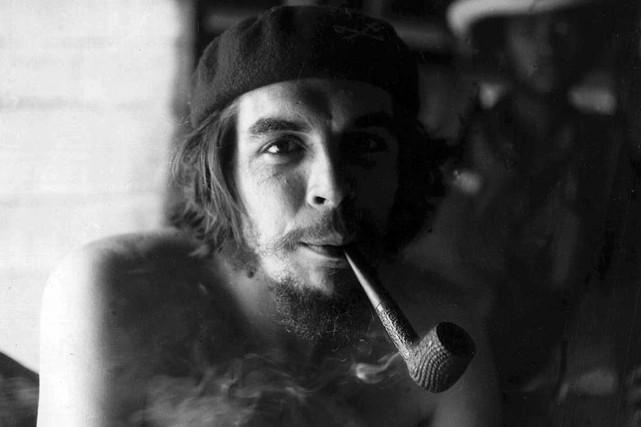 Che Guevara en 1958.... (ARCHIVES AFP)