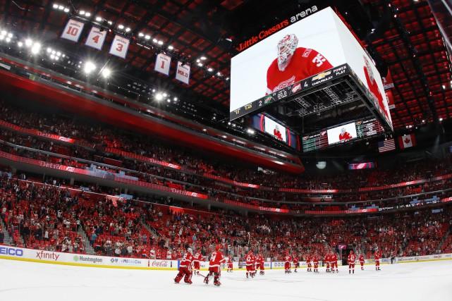 Les Red Wings festoient après leur victoire obtenue... (Photo Rick Osentoski, USA TODAY Sports)