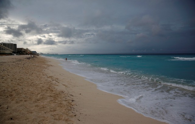 La tempête Nateétait bien visible en approche de... (PHOTO Henry Romero, REUTERS)