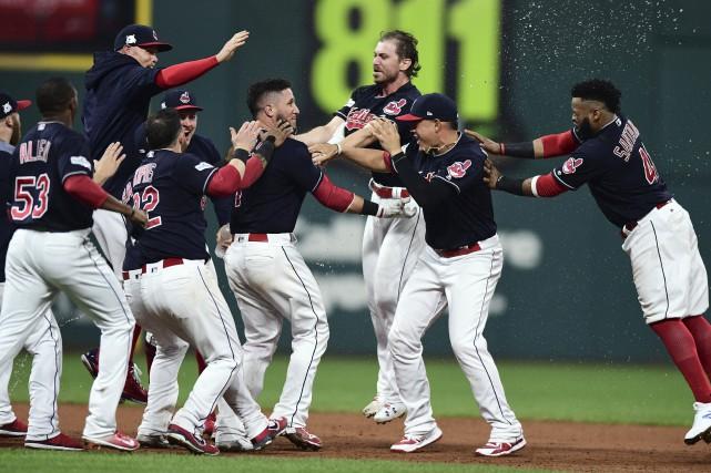 Les Indians tenteront de compléter le balayage de... (PHOTO David Dermer, AP)