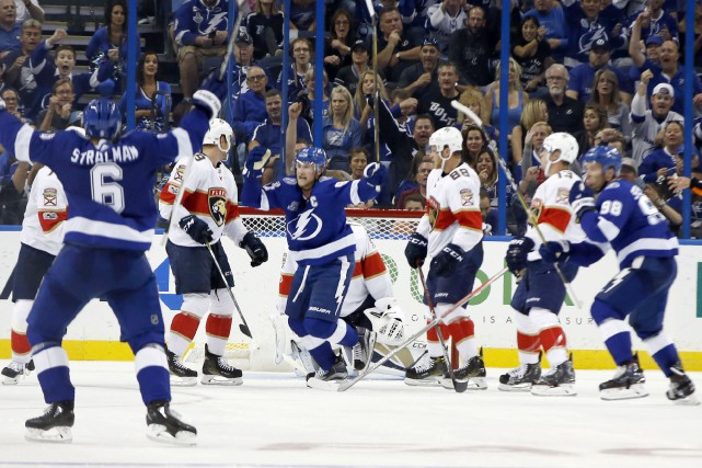 Steven Stamkos festoie après avoir préparé la table... (PHOTO Reinhold Matay, USA TODAY Sports)