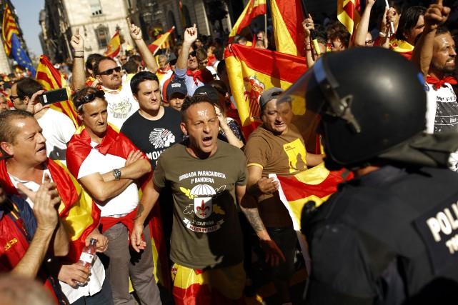 «Prou! Recuperem el seny» («Assez! Retrouvons la raison»),... (Photo Francisco Seco, Associated Press)