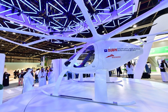 Un taxi-drone taxi lors d'un salon de technologies... (PHOTO GIUSEPPE CACACE, archives Agence France-Presse)