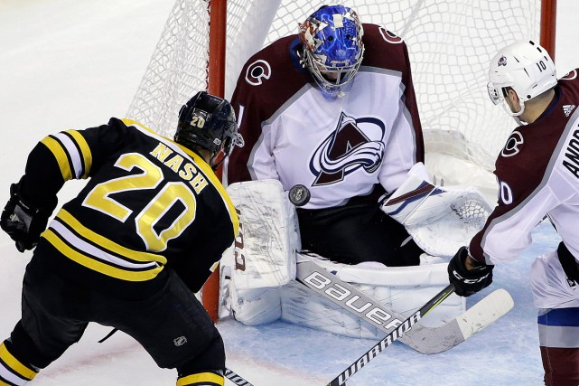 Semyon Varlamov a repoussé les 29 lancers des Bruins.... (PHOTO STEVEN SENNE, ASSOCIATED PRESS)