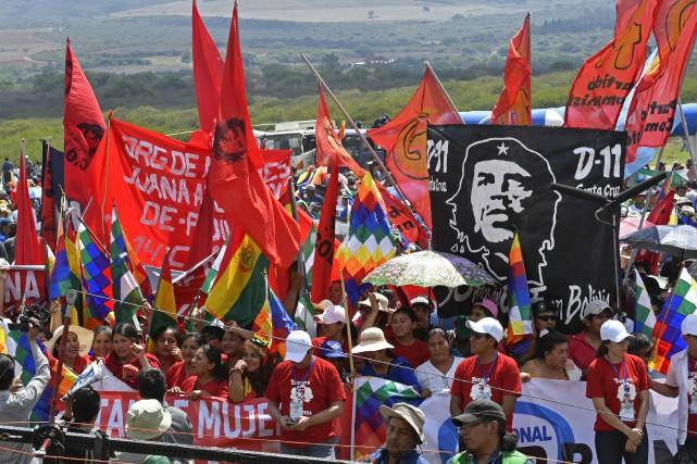Quelque 2000 personnes ont participé lundi à une... (PHOTO AFP)