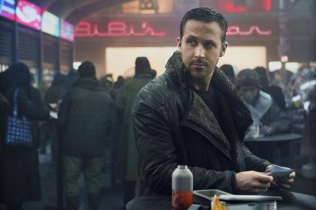 Ryan Gosling dans une scène de Blade Runner... (Photo WARNER BROS.)
